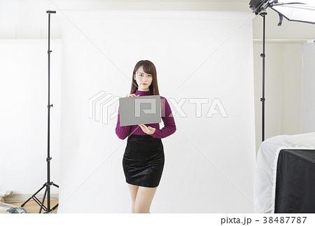 スタジオ ストロボ撮影 グレーカードでホワイトバランスをとるイメージ 38487787