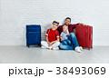 スーツケース ファミリー 家庭の写真 38493069