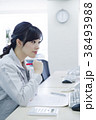女性 人物 作業服の写真 38493988