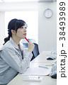 女性 人物 作業服の写真 38493989