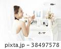 女性 鏡 化粧品の写真 38497578