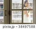 女性 くつろぐ 紅茶の写真 38497588
