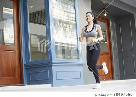 女性 スポーツ ランニング 38497666