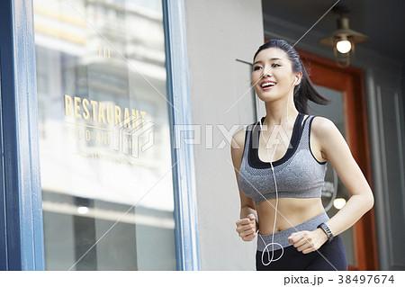 女性 スポーツ ランニング 38497674