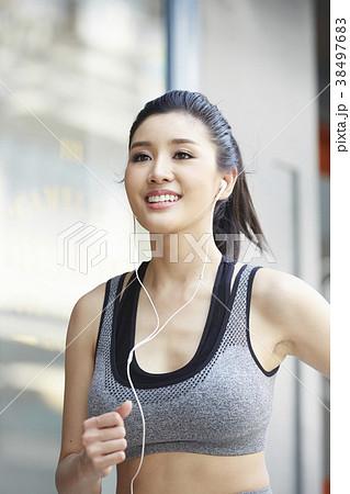 女性 スポーツ ランニング 38497683