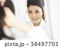 女性 若い女性 鏡の写真 38497703
