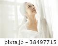 女性 くつろぐ 紅茶の写真 38497715