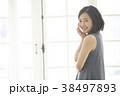ポートレート 女性 窓辺の写真 38497893