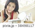 女性 鏡 ビューティーの写真 38498117