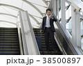 空港のビジネスマン 38500897