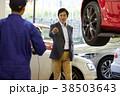 自動車整備 ピット 依頼を受ける整備士 38503643