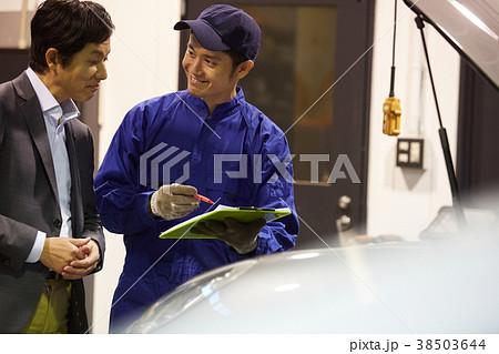 自動車整備 エンジン 整備士とクライアント 38503644
