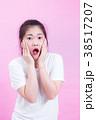 驚き 女性 叫ぶの写真 38517207