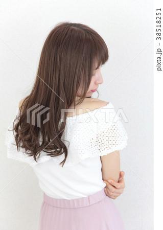 若い女性 ヘアスタイル 38518251
