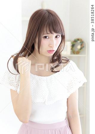若い女性 ヘアスタイル 38518264