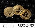 コンピュータキーボードの上のビットコイン 38528452
