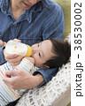 ミルク 赤ちゃん 親子の写真 38530002