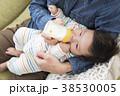 ミルク 赤ちゃん 親子の写真 38530005
