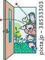 ドアを開く家族 38533303