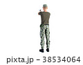 銃を構える男性 軍隊 後ろ姿全身カット 38534064