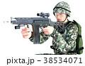 銃を構える男性 コンバット装備 膝付き射撃ポーズ 38534071
