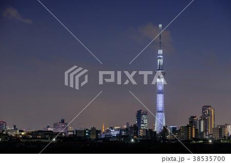 都市風景 ライトアップの東京スカイツリー(夜景) 38535700