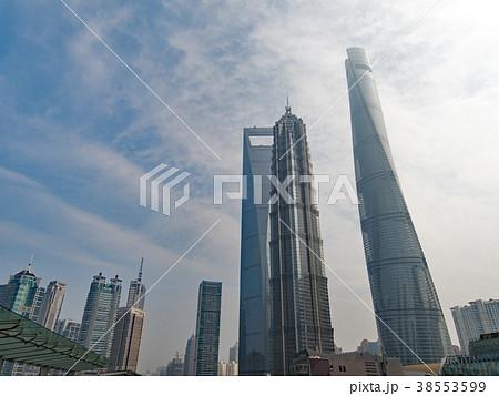 中国 上海市 陸家嘴(りくかすい)地区 右から上海中心大厦 金茂大厦 上海環球金融中心 38553599
