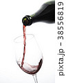 ワインを注ぐ 38556819