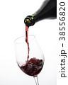 ワインを注ぐ 38556820