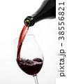 ワインを注ぐ 38556821