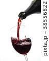 ワインを注ぐ 38556822