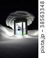 雪に埋もれる公衆電話ボックス(夜)(縦2) 38563348