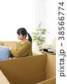 引っ越し 女性 ライフスタイルの写真 38566774