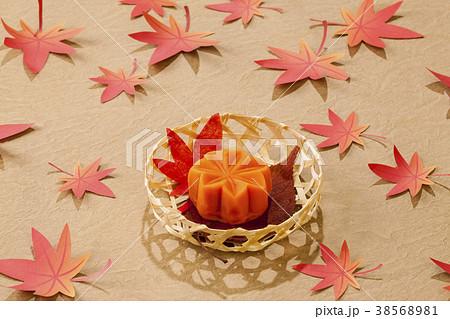 秋の和菓子・、もみじ 38568981