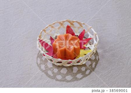 秋の和菓子・、もみじ 38569001