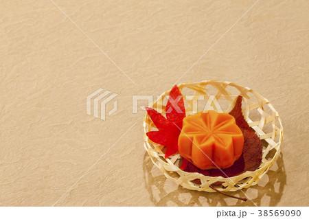 秋の和菓子・、もみじ 38569090