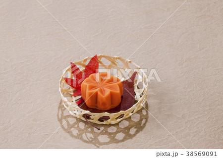 秋の和菓子・、もみじ 38569091