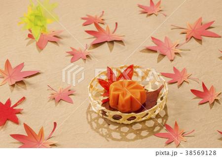 秋の和菓子・、もみじ 38569128