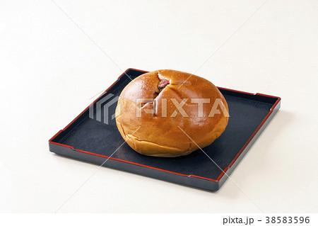 日本の菓子パン あんぱん 38583596