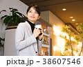 ビジネスウーマン 休憩 コーヒー コワーキングスペース 38607546