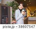 ビジネスウーマン 休憩 コーヒー コワーキングスペース 38607547