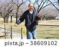 シニア 公園 人物の写真 38609102