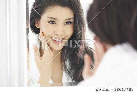 アジア人女性 スキンケア 38617489