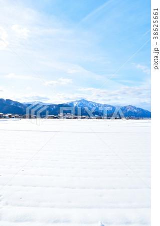 雪の田園風景(福井県) 38625661