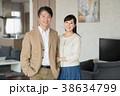夫婦 ポートレート リビング イメージ 38634799