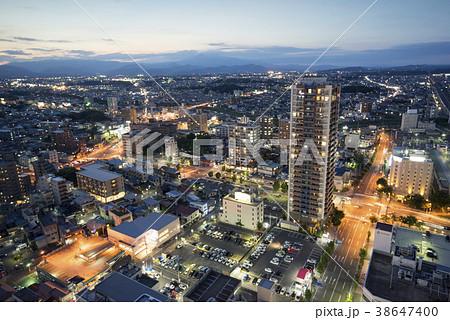 福島県で最も高い郡山駅西口のランドマークビル展望ロビーからの夜景 38647400