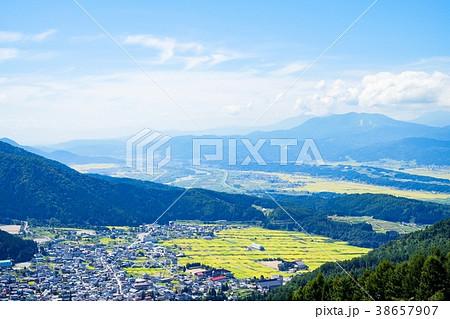 見晴台より望む野沢温泉村 38657907