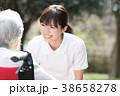 女性 シニア 介護士の写真 38658278