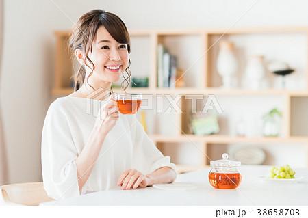 若い女性(紅茶) 38658703
