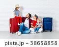 スーツケース ファミリー 家庭の写真 38658858